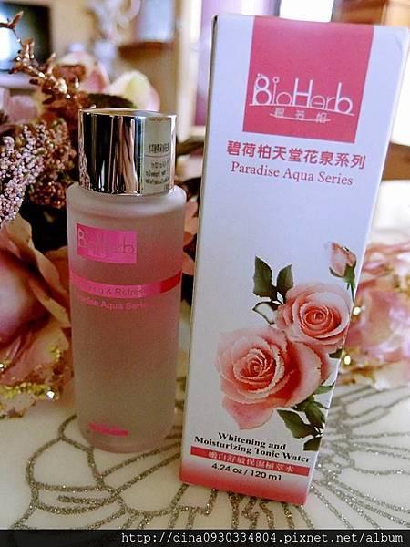 [保養]添加了玫瑰精油的植萃水,除了一瓶4效外,還帶給你滿滿的玫瑰香,讓你一整天都好心情❤️碧荷柏天堂花泉系列保濕植萃水