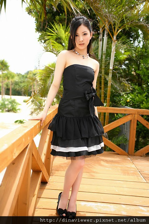 maari_nakashima_blackdress_05.jpg