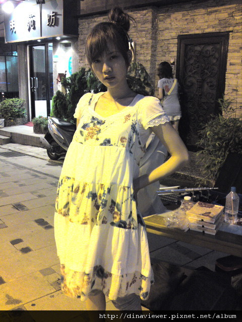 本來想學孕婦~結果不知為何好時尚哈.jpg