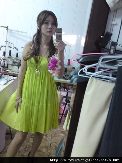 在等待我晚上要穿的洋裝~改窄中~.jpg