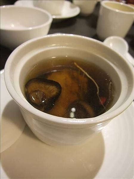 我好愛喝雞湯我喝了好像3.4碗~