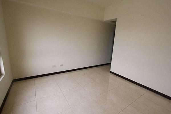 幸福學苑高樓視野三房+平面車位798萬_170909_0012