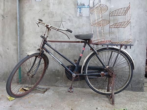 台中動漫彩繪巷(海賊王彩繪), 古早腳踏車