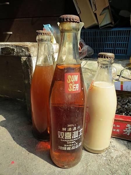 台中動漫彩繪巷(海賊王彩繪), 古早飲料瓶