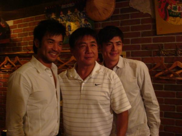 日星中村讓(左)演出日本友人.JPG