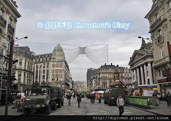 軍用裝甲車駐守布魯塞爾市中心人潮聚集點
