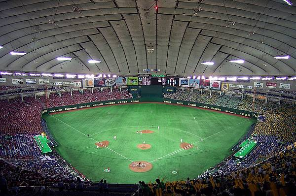 1024px-Tokyo_Dome_2007-2