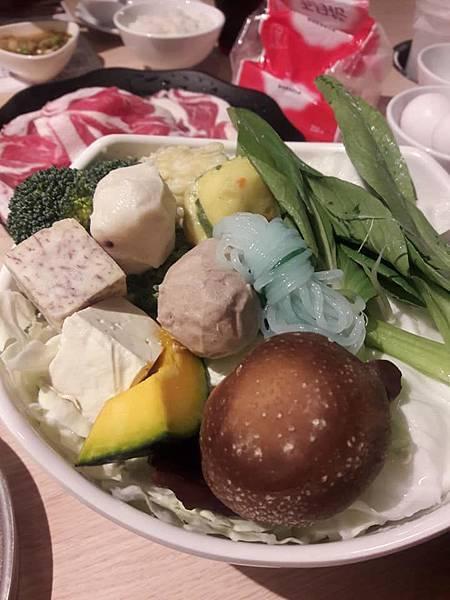 巧活喫鍋趣-綜合菜盤