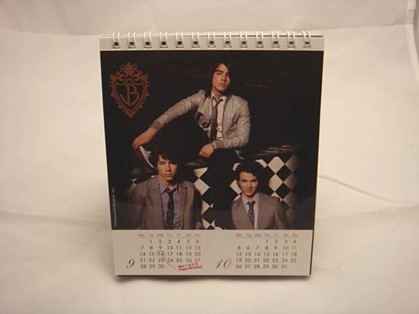 強納斯2009年曆(2).JPG