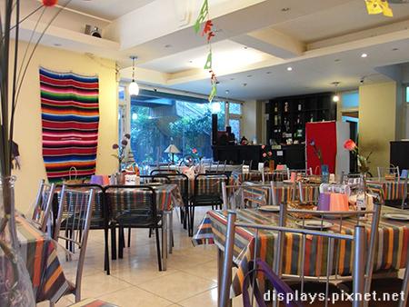 墨西哥餐廳-桌椅.jpg