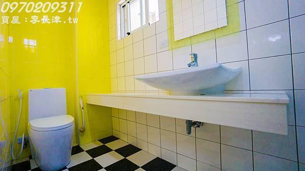 10-2F廁所-1.jpg