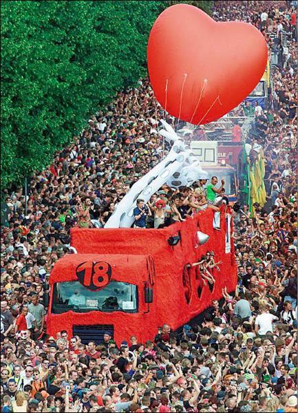 德國電音節 - 愛的大遊行