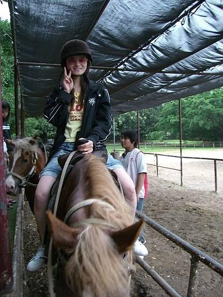Tracy騎馬耶