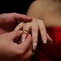 老公幫我戴戒指