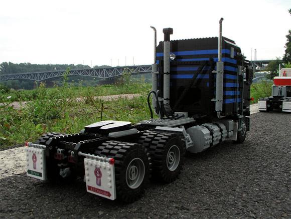 Maciej-Drwiegas-Lego-Truck-1.jpg