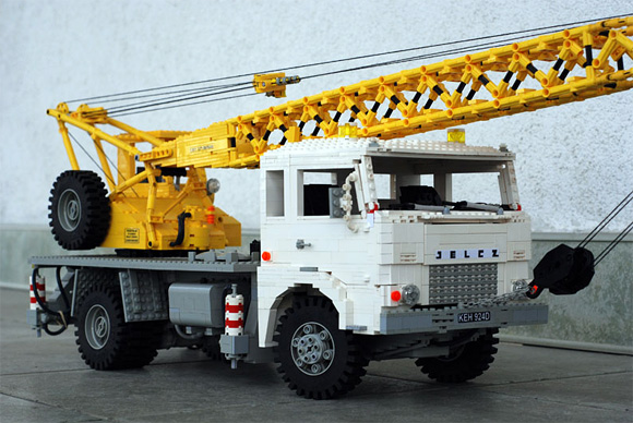 Maciej-Drwiegas-Lego-Truck_2.jpg