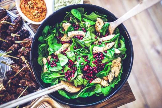 天然助眠宵夜-spinach-salad.jpg