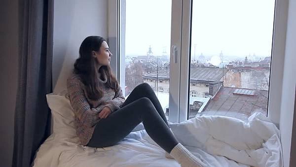 聊天獨處躺在床上放空.jpg