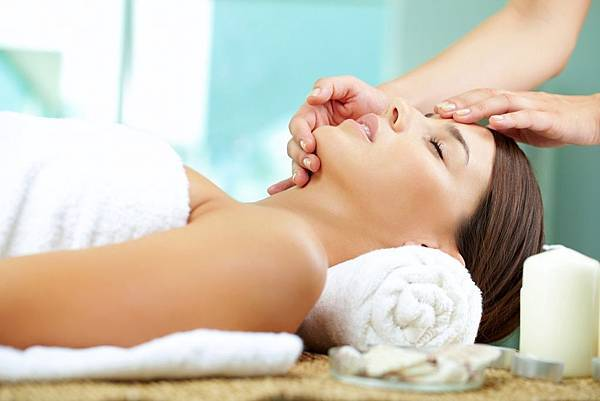 spa-lady-facial-original-4784.jpg-cropper-1400x788