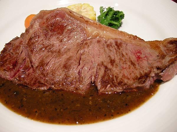 DSCN0107_奢華的高山牛排超級好吃.JPG