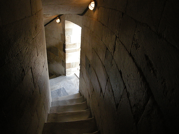 比薩斜塔內的大理石階梯都被每個登塔的人走到中心凹陷了呢..可知登頂的人有多少呢.JPG