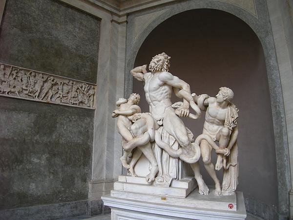 博物館內生動的雕刻.JPG