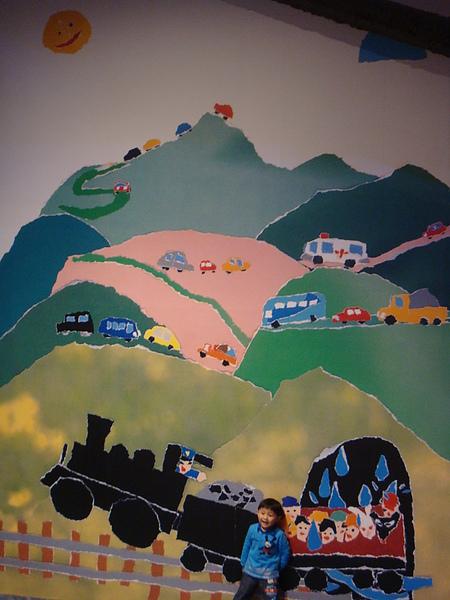 DSC08186可愛的壁畫..你有發現可愛的小朋友與畫溶合了嗎.JPG