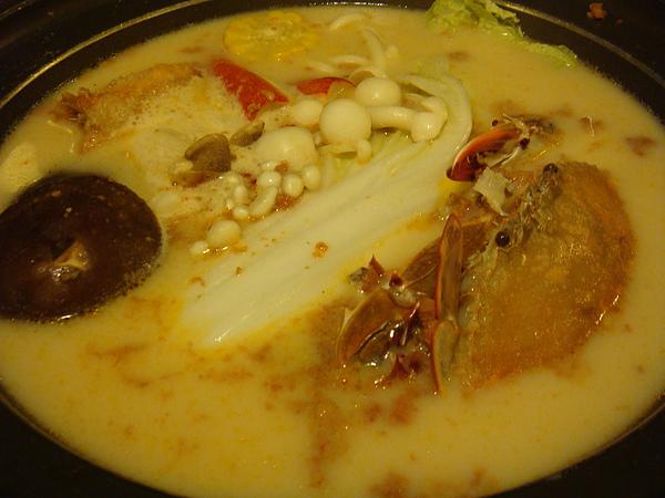 DSC08248可口的牛奶海鮮鍋-湯可再加..超級好喝.JPG
