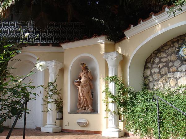 卡不里島山美麗的飯店大門.JPG