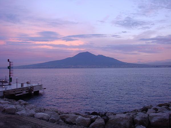 DSC07206 初陽下的維蘇威火山.JPG