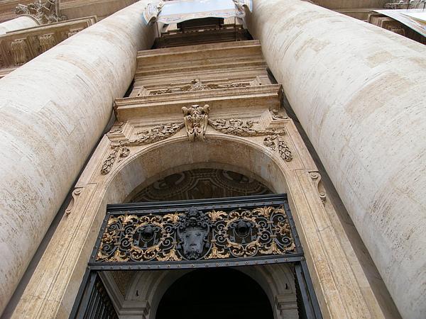 聖彼得教堂入口處.JPG