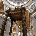 雕刻精美的主祭壇近拍.JPG