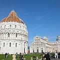 左到右分別是洗禮堂、大教堂和比薩斜塔.JPG