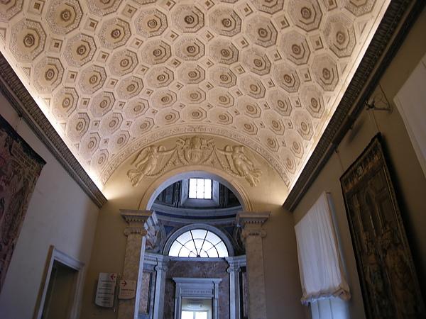 博物館內的隨手拍-9,每個長廊呈現不同風格.JPG