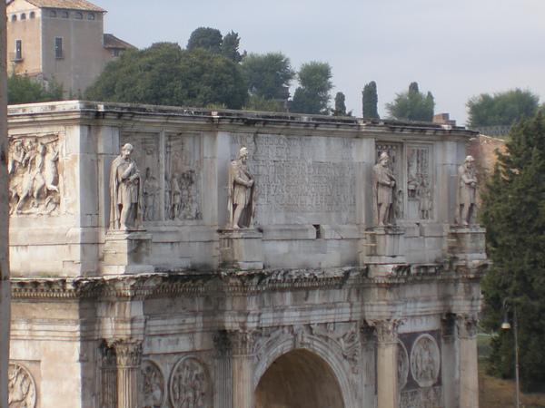 君士坦丁凱旋門上的四個人像.JPG