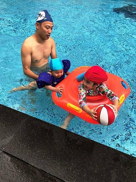 20180707 Banbo跟丸子游泳