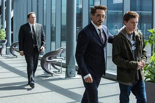 spider-man-homecoming-mit-robert-downey-jr-jon-favreau-und-tom-holland.jpg