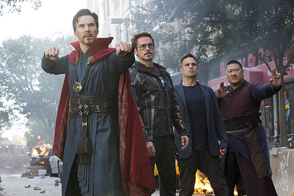 avengers-3-infinity-war-mit-robert-downey-jr-benedict-cumberbatch-mark-ruffalo-und-benedict-wong-4.jpg