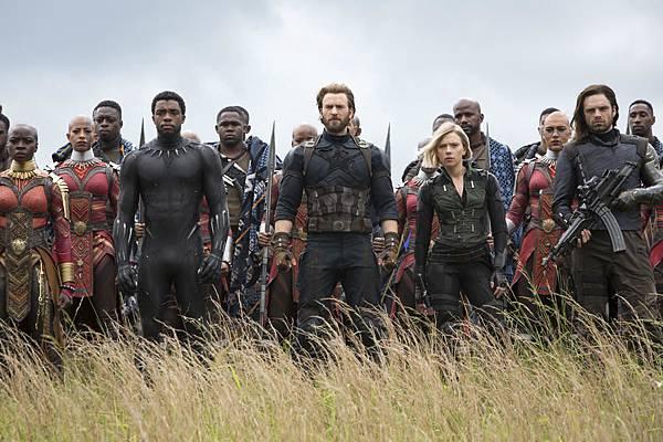 avengers-3-infinity-war-mit-scarlett-johansson-chris-evans-sebastian-stan-danai-gurira-und-chadwick-boseman.jpg