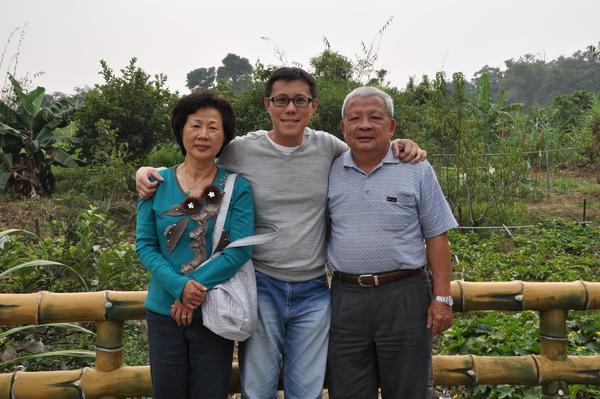 我與爸媽.JPG