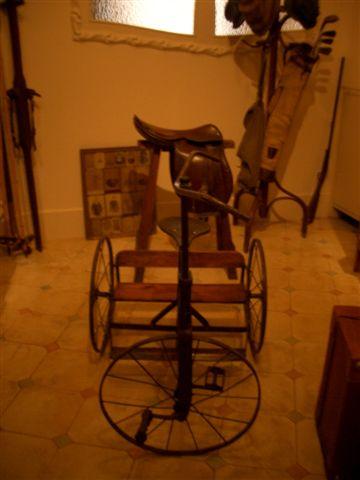 三輪車?!