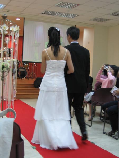 這不是新郎與新娘的背影