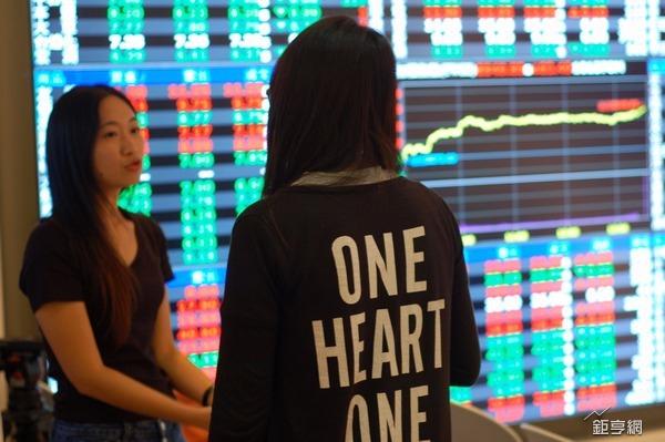 錢潮應援 台股舉重也要奪萬金 除非….、群聯跌停鎖死市值蒸發52億