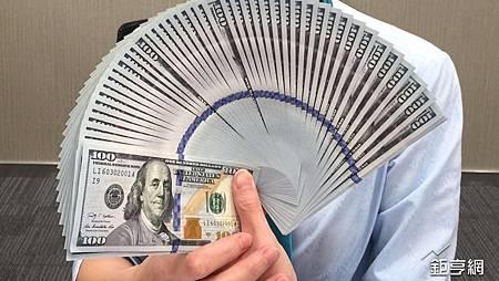 歐美製造業稍放緩 美元回軟 日元又破百 英鎊見3周高位