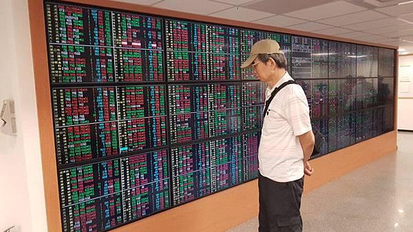 定期定額買股 年底開辦 10大業績成長股