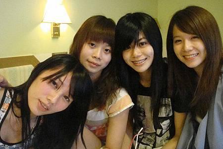 大昌期貨女王 和高中好姐妹