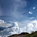 白得不可思議的雲朵
