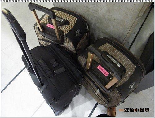 塞的滿滿的三個小行李