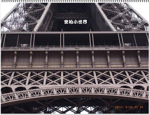 鐵塔中層的餐廳及銘刻的人名