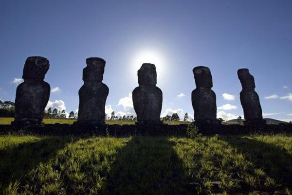 復活島石像.jpg